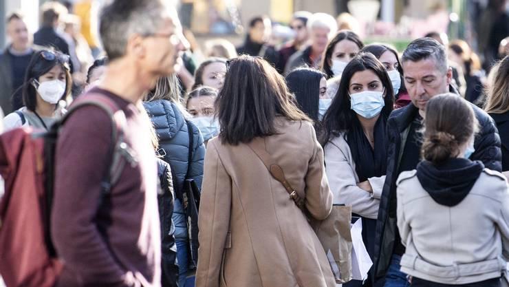 Bald alle mit Maske? Menschen am vergangenen Samstag an der Bahnhofstrasse in Zürich.