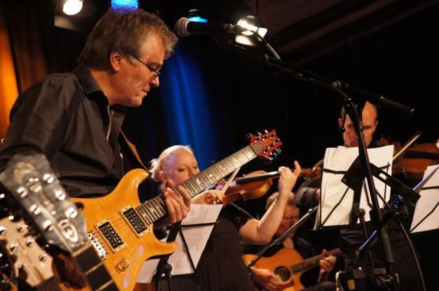 BluesMeetsClassics ist ein musikalisches Experiment mit Musikern aus dem Ensemble der Argovian Philharmonisch und der Blues von Richard Köchli.