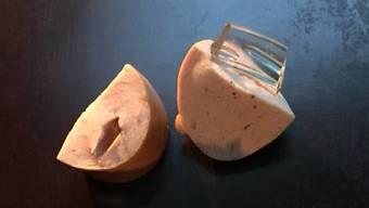 Insgesamt acht solcher Cervelat-Stücke hat eine Hundehalterin in Rudolfstetten-Friedlisberg gefunden.