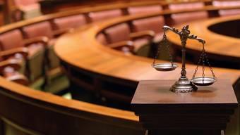 Der Zugang zu Gerichtsverfahren soll nicht durch erhöhte Kosten erschwert werden, findet die Finanzkomission.