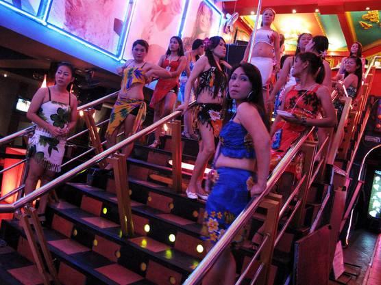 Thai-Girls warten in Bangkok auf Kundschaft