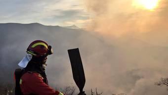 Gemäss den Sicherheitskräften stellen die Brände in den abgelegenen Gebieten vorerst keine Gefahr für Menschen und Häuser da.