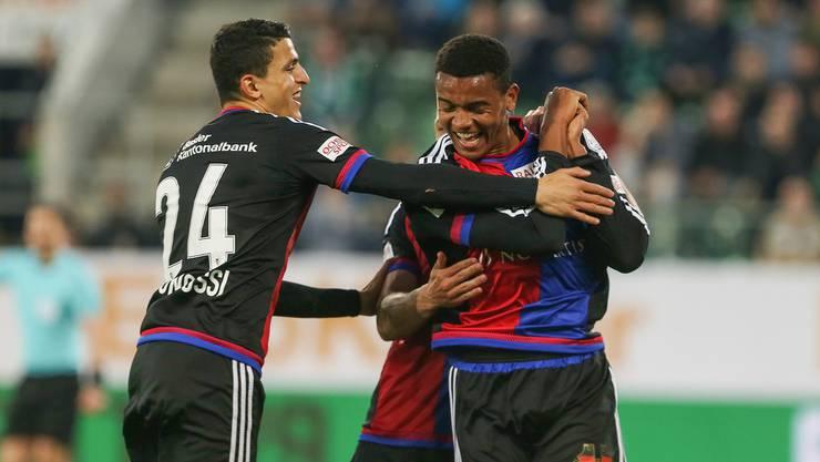 Manuel Akanji (r.) gelingen beim 3:0-Erfolg gegen St. Gallen zwei Tore.