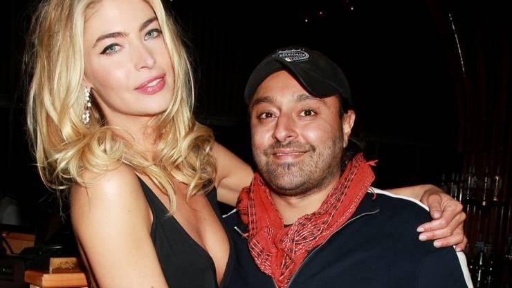 Dem mit Lindsay Lohan befreundeten Hotelier Vikram Chatwal - hier mit dem Playboy Model Lisa Seiffert - wird Tierquälerei vorgeworfen. Er ist untergetaucht. (Archivbild)