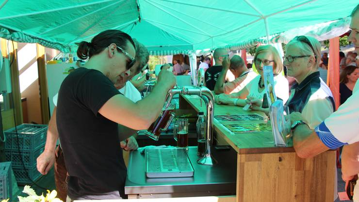 Bierfest Roger Kündig am Zapfhahn