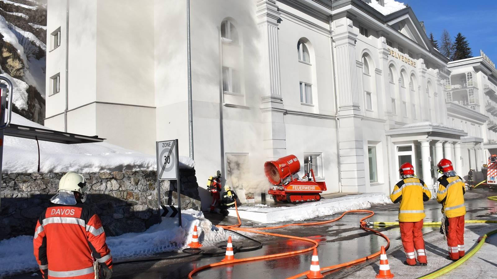 25 Einsatzkräfte der Feuerwehr rückten aus und konnten den Brand im Hotel Belvédère löschen.