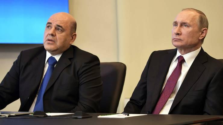 Wladimir Putin (r.) und sein Kandidat für das Amt des Ministerpräsidenten, Michail Mischustin.