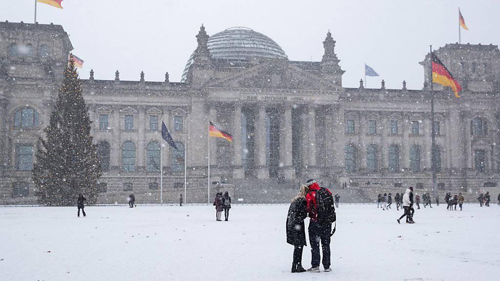 CDU/CSU verharren in Umfrage bei 29 Prozent