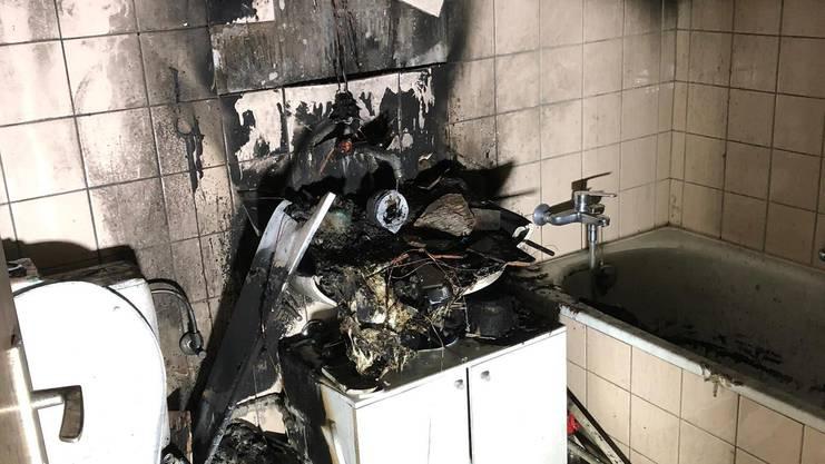 Das Badezimmer fing wegen einer Kerze Feuer. Der Sachschaden ist erheblich.