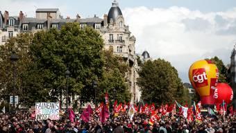 Demonstration in Paris: Gewerkschaften gegen Präsident Macron.