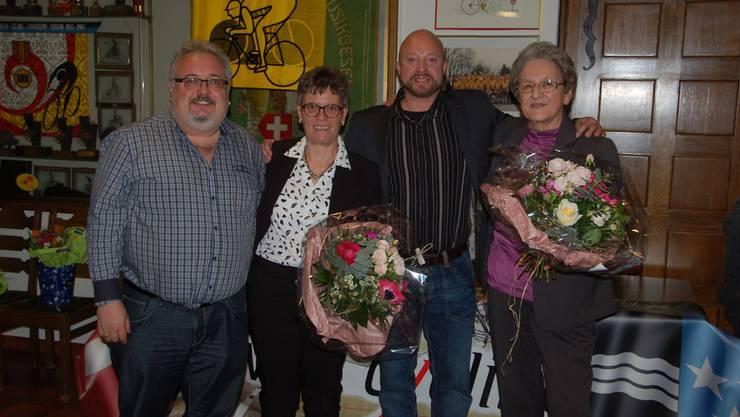 Während Rolf Hollinger (Gansingen/links) und Freddy Soder (Möhlin/Mitte) weiterhin dem Vorstand von Swiss Cycling Aargau angehörigen, traten Silvia Oesch und Paula Winterberg (rechts) aus dem Vorstand zurück.