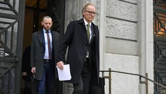 Der deutsche Anwalt Eckart Seith verlässt das Gericht nach der Urteilsverkündigung vor dem Zürcher Bezirksgericht am Donnerstag, 11. April 2019. In Zürich kommt der Stuttgarter wegen Geheimnisverrats vor Gericht.