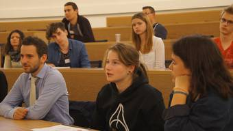 Jugendsession: Weniger Teilnehmer als erhofft, aber engagierte Diskussionen.