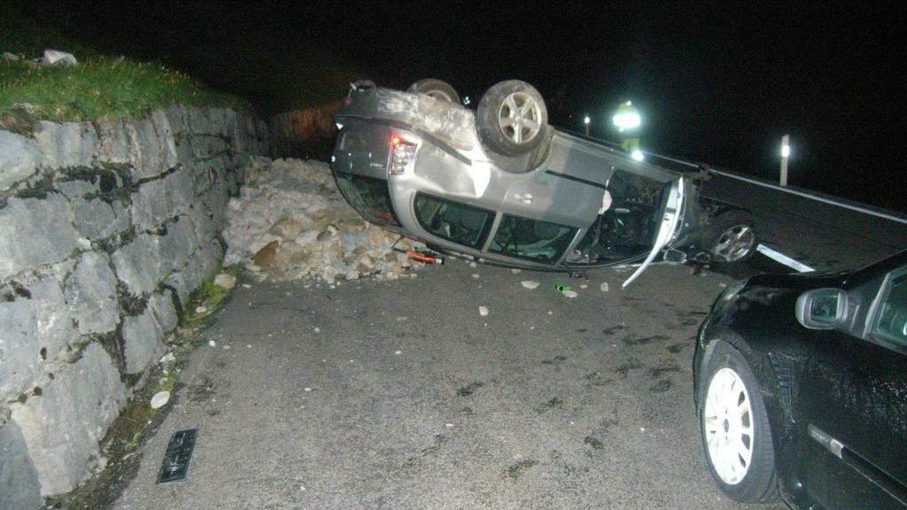 Auto überschlägt sich – Lenker schwer verletzt