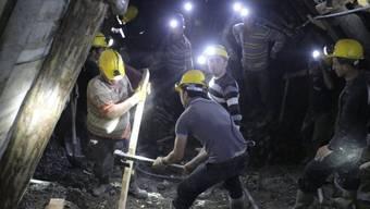 Kumpel bei Bergungsarbeiten in der Kohlemine bei Ermenek