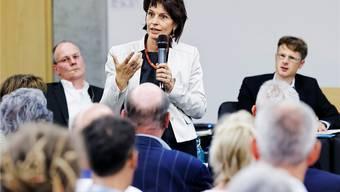 Impressionen von der Podiumsdiskussion zur Initiative «Grüne Wirtschaft» in Aarburg