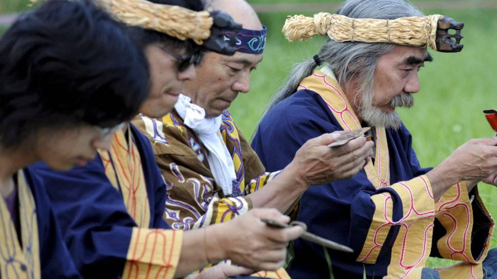 Das Volk der Ainu ist auf Hokkaido zuhause, der nördlichsten und zweitgrössten Insel Japans. Einer Studie aus dem Jahr 2017 zufolge leben noch 12'300 Ainu in Japan.