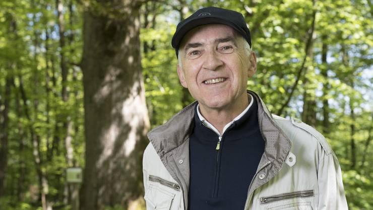 Georg Schoop, hier vor der Paradies-Eiche unterhalb der Baldegg, liebt vor allem die alten Wälder.