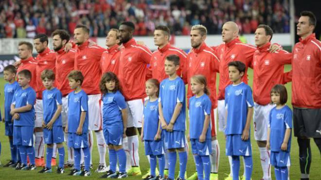 Singen die Schweizer Fussballstars bald eine andere Landeshymne? Vorschläge sind genügend eingegangen. Foto: KEYSTONE