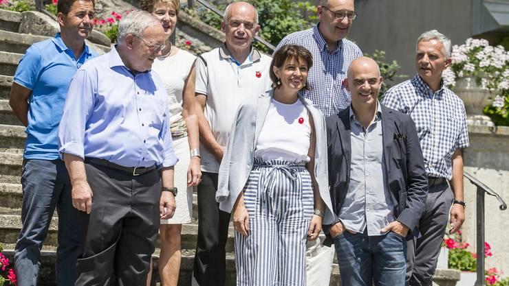 Von links nach rechts: Bundeskanzler Walter Thurnherr, die Bundesräte Johann Schneider-Ammann, Simonetta Sommaruga, Ueli Maurer, Bundespräsidentin Doris Leuthard, Guy Parmelin, Alain Berset und Didier Burkhalter.