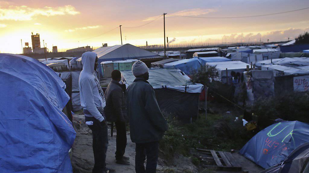 Migranten im Flüchtlingslager von Calais: Bei einem Streit zwischen Sudanesen und Eritreern starb ein Mann. (Archivbild)