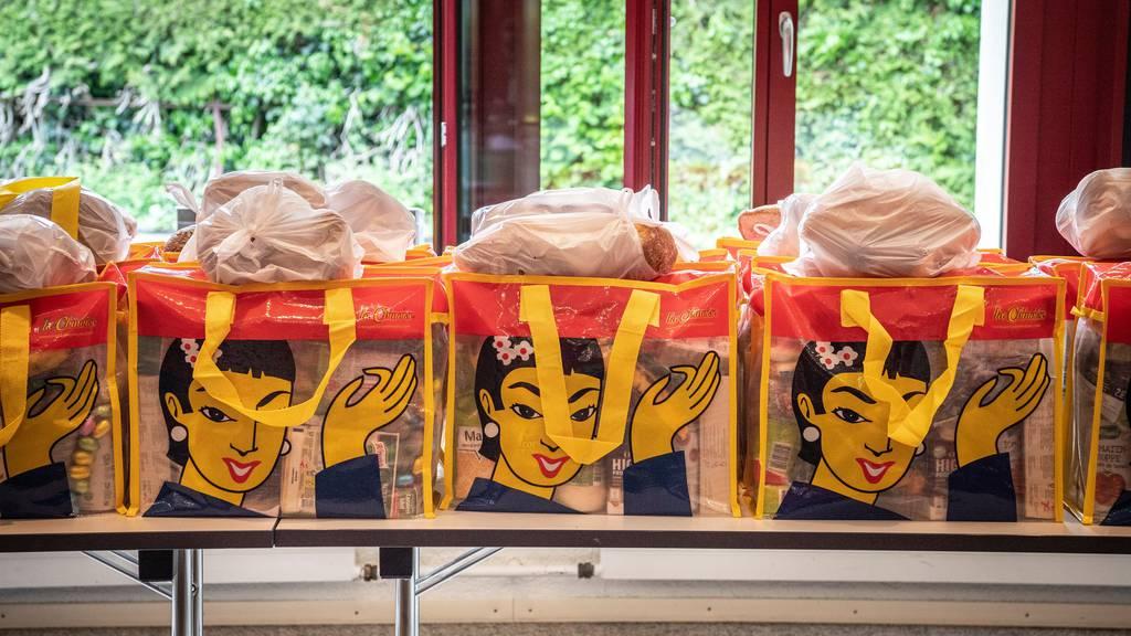 Lebensmittelpakete für Bedürftige (Symbolbild).