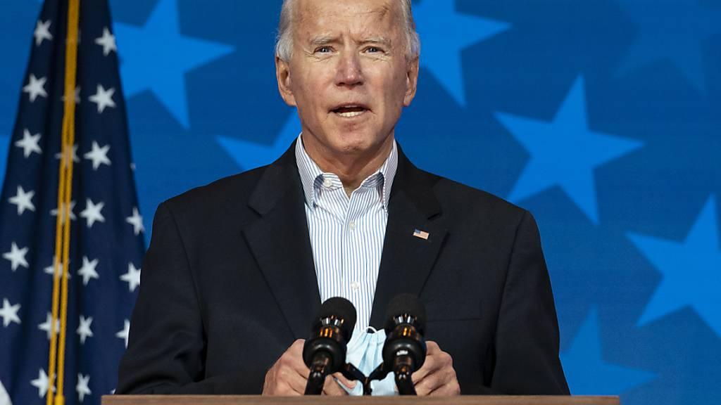 Joe Biden, Präsidentschaftskandidat der Demokraten, spricht im Queen Theater. Foto: Carolyn Kaster/AP/dpa