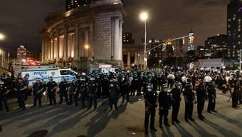Die Polizei ist landesweit im Einsatz. Hier im Grossaufgebot in New York.