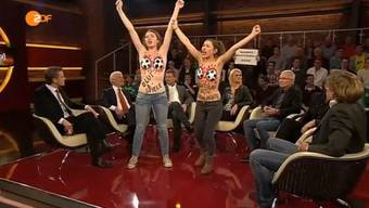 Femen-Girls protestieren in Live-Sendung von Markus Lanz