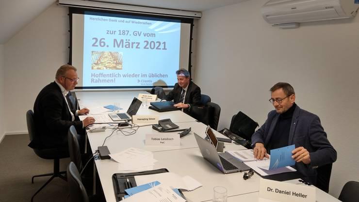 Geister-GV mit Präsident Daniel Heller (r.) und zwei der vier Teilnehmer (der Vierte fotografierte).