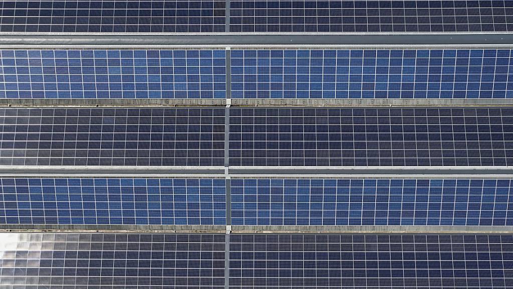 Der Kanton St.Gallen hat Mittel für den Bau von Fotovoltaikanlagen zur Verfügung. Laut Regierung eignen sich dafür aber nur 23 von 650 Objekten. (Symbolbild)