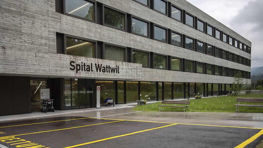 Am Dienstag wurde bekannt, dass sich die Solviva AG mit ihrem Projekt für das Spital Wattwil zurückziehen wird. Laut Gemeinde Wattwil steht aber bereits eine Alternativlösung bereit. (Archivbild)