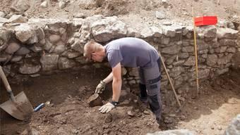 Mariusz Maciejczak bei den Ausgrabungen im «Siechenbifang», wo die Archäologen über 4300 Fundstücke freigelegt haben.