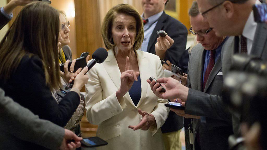Die 77-jährige US-Demokratin Nancy Pelosi hat mit einem achtstündigen Redemarathon im Kongress für ein Einwanderungsgesetz gekämpft.