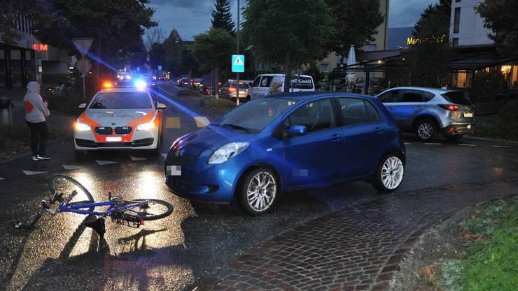 In Zuchwil wurde ein Fahrradlenker von einem Auto im Kreisel erfasst.