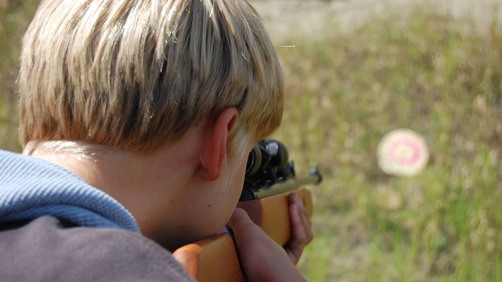 Kinder sollen mit «Handgranaten» und «Sturmgewehren» spielen