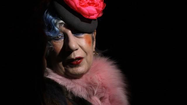 Anna Piaggi mit einem ihrer schrillen Hüte (Archiv)