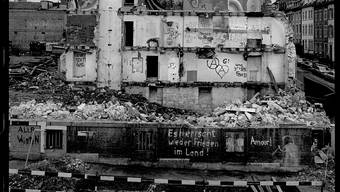 Abbruch des Basler AJZ an der Hochstrasse im Jahre 1981.