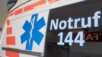 Ein Motorradfahrer ist am Samstagnachmittag in Unterseen BE mit einem Postauto kollidiert. Er verstarb noch auf der Unfallstelle. (Symbolbild)