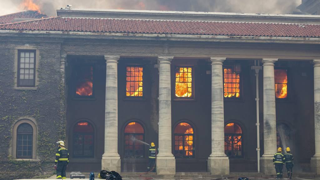 Kapstadt im Rauch – Kampf gegen die Flammen geht weiter