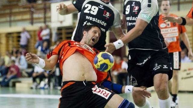 Kadette Iwan Ursic (l.) gegen Bern Muri vierfacher Torschütze.