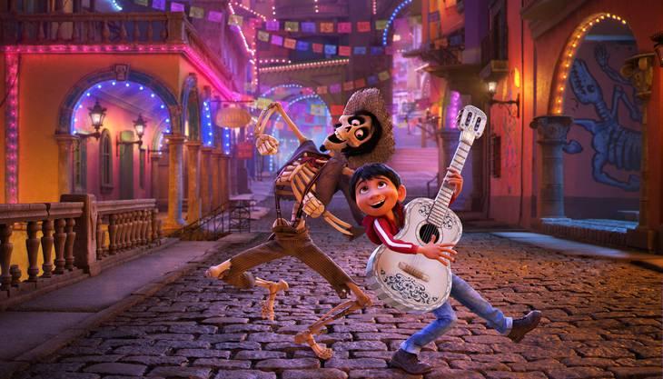 Im neuen Pixar-Film «Coco» besucht der junge Miguel das Reich der Toten.