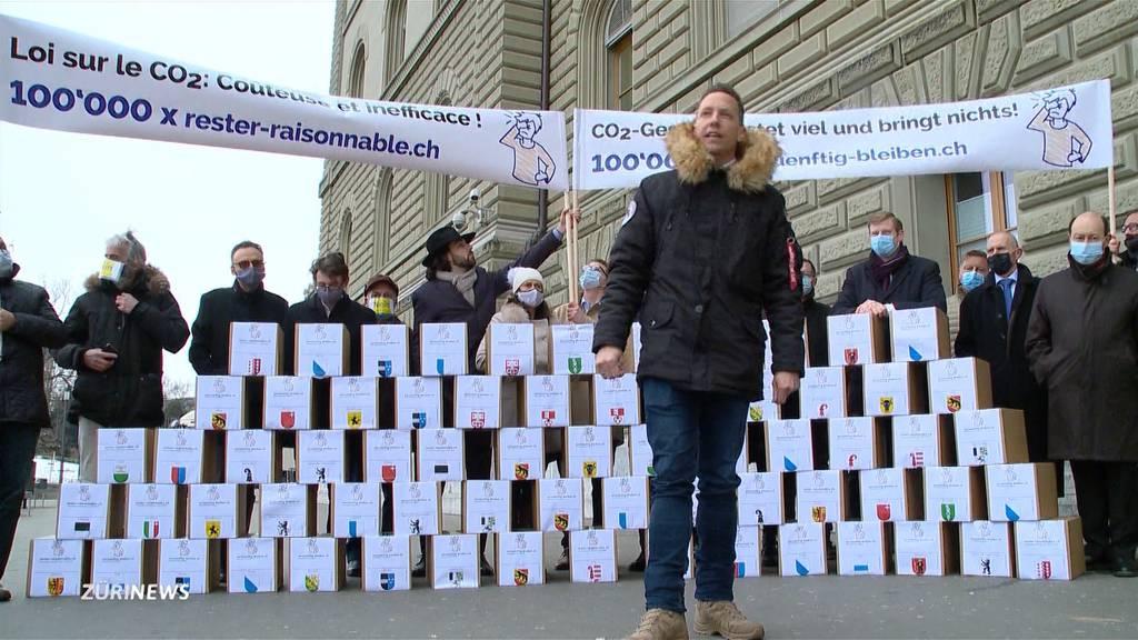 SVP kämpft gegen neues CO2-Gesetz - Die Grünen verlangen mehr