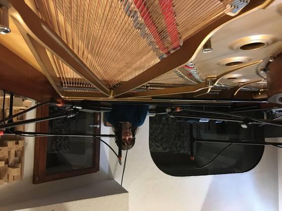 Adina Friis beim Arbeiten in ihrem Studio.