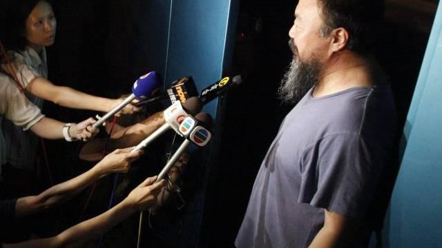 Journalisten haben vor der Wohnung Ai Weiweis gewartet