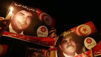 Demonstranten mit dem Porträt des ermordeten Mohamed Brahmi