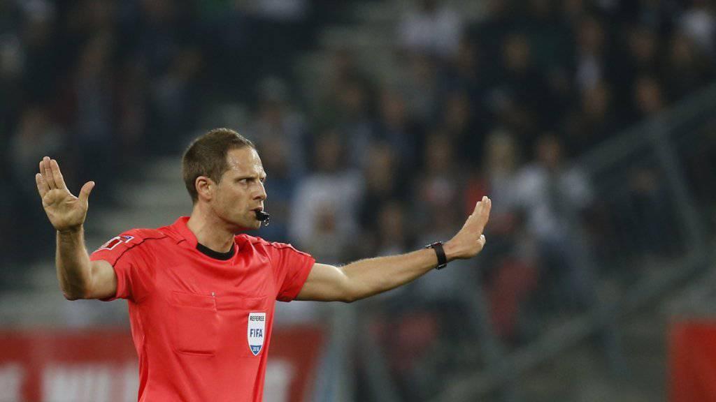 «Im Kleinen tolerant und im Grossen konsequent»: Die Zuger Polizei will während der Fussball-WM ein strenger Schiedsrichter sein.