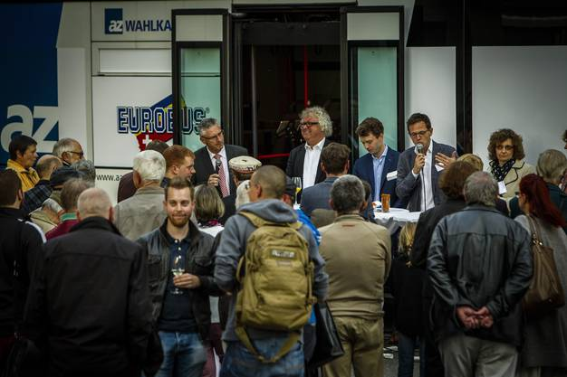 Impressionen von der sechsten Station des az-Wahlkampfbusses auf dem Freischarenplatz seiner Heimatstadt Lenzburg.