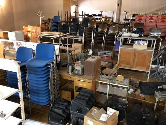 Auch Jahrzehnte alte Möbel landen am Rampenverkauf