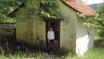 Stadtpräsidentin Jolanda Urech vor dem Rebhäuschen am Hungerberg. Eine Idylle – bloss konnte sie diese noch nie richtig nutzen.